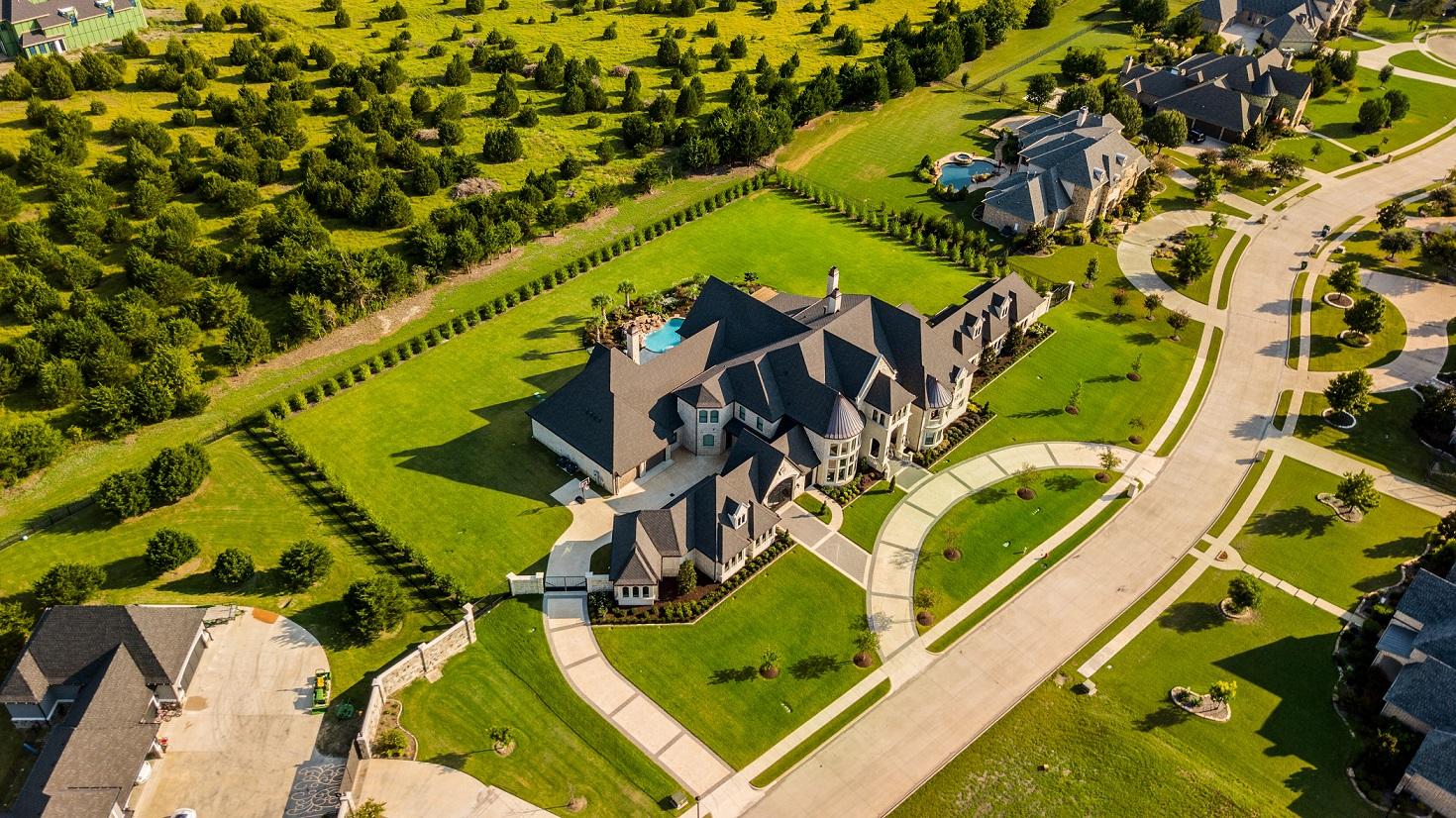 Como os ricos e bem conectados investem em imóveis?